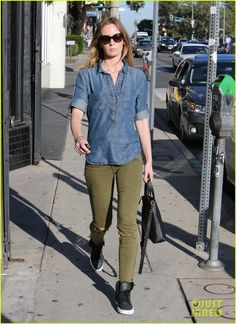 #Emily Blunt #Bag #Shirt #Sunglasses #StreetStyle #Summer #Fashion