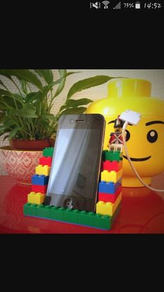 Tuto: make a mobile phone rest in LEGO- Tuto : réalisez un repose téléphone portable en LEGO Your mobile phone is also entitled to its comfort. Why not create a colorful, solid and fun LEGO® brick stand … - Legos, Deco Lego, Lego Hacks, Diy Hacks, Diys, Diy And Crafts, Crafts For Kids, Organizing Hacks, Support Telephone