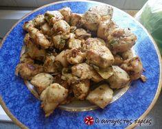 Κοτοτηγανιά της Μίνας #sintagespareas Greek Recipes, Meat Recipes, Pork Meat, Greek Chicken, Potato Salad, Appetizers, Dishes, Mat, Yum Yum