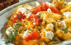 Frühstücksrezepte Low carb Diät: Rührei mit Schafskäse und Thymian - Low carb Diät: Die besten Tipps & leckere Rezepte