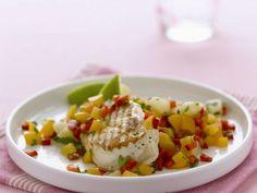 Probieren Sie das leckere gegrillte Hähnchenfilet mit Mango-Salsa von EAT SMARTER oder eines unserer anderen gesunden Rezepte!