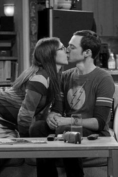 #TheBigBangTheory #Shamy #Kiss #ShelodnCooper #AmyFarrahFowler #BlackAndWhite