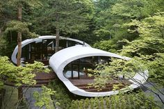 Located in the forest of Karuizawa, Japan, the futuristic Shell House designed by Japanese architecture firm Artechnic is one-of-a-kind design boasts the Green Architecture, Organic Architecture, Japanese Architecture, Amazing Architecture, Landscape Architecture, Architecture Design, Contemporary Architecture, Factory Architecture, Creative Architecture
