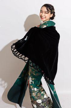 Yukata Kimono, Kimono Dress, Modern Kimono, Japanese Costume, Ethnic Dress, Vintage Kimono, Japanese Outfits, Japan Fashion, Kimono Fashion