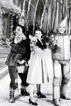 Ray Bolger, Judy Garland and Jack Haley in THE WIZARD OF OZ (1939)