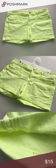 "CUTE NEON HIGHLIGHTER YELLOW DENIM JEANS SHORTS !! Tags: Stunning Sexy Cute Vtg Vintage Early 00's 2000's 2000 Y2K L.E.I. Bright Highlighter Yellow / Lime Slime Alien Yellow-Green Neon Slight Stretch Jegging Denim Jeans Jean Cuffed Hem Shorts.  Brand new. Never used. One tiny mark on interior. May or may not come off. Otherwise perfect!  Size: Tagged as JUNIOR'S 11.  •Waist- 16"" across •Rise (crotch to waist)- 8.5"" high •Inseam (crotch to bottom hem)- 3.25"" long  •NO holds, returns or…"