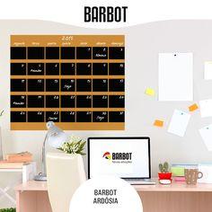 Traga a organização para a sua vida. Como? Pinte um calendário na parede do escritório com Barbor Ardósia! Primeiro, pinte o local onde vai ficar o calendário, com uma cor neutra. Depois de secar, use um lápis para desenhar as várias secções. Termine escrevendo com giz os dias da semana e mês. www.barbot.pt