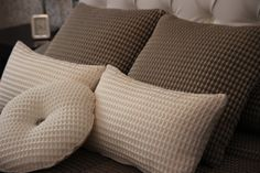 AXIS de WIND Exclusive Design | #deco #coixins #cojines #cuadrantes #cobrellit #colcha #ontario #fabrics #axis