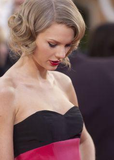 Taylor Swift wearing @cherrerany with Lorraine Schwartz jewels – Golden Globe Awards #2014