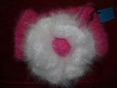 Echarpe-col angora filé main, tricoté main, rose fushia avec fleur blanche : Echarpe, foulard, cravate par angauvergne-laine-angora