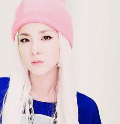Image about girl in Kpop&Kdrama♡ by GΣΣΚ on We Heart It Sandara 2ne1, Sandara Park, Kpop Girl Groups, Korean Girl Groups, Kpop Girls, Btob, 2ne1 Dara, Cl 2ne1, Blonde Asian