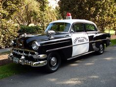 Classic police car in Victoria BC. Old Police Cars, Police Truck, Police Patrol, Old Cars, Rescue Vehicles, Police Vehicles, Plymouth, Chevy Classic, Gm Car