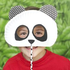 So you're having a kids Zoo party? Give 'em fun animal crafts with these great Zoo themed party activities. There's even a craft for mom!