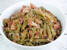 Copycat Cracker Barrel Country Green Beans - You won't believe how easy it is to copy this popular side dish from Cracker Barrel at home. The recipe is made with bacon, green beans, onion, and seasonings. Cracker Barrel Green Beans Recipe, Country Green Beans Recipe, Cracker Barrel Recipes, Green Bean Recipes, Side Dish Recipes, Vegetable Recipes, Vegetable Side Dishes, Restaurant Recipes, Southern Recipes