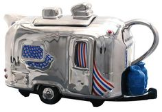 Airstream Trailer Tea Pot-The Airstream teapots are individually hand-painted with a beautiful mirror-like finish to replicate the shiny aluminum trademark of the Airstream. Airstream Trailers, Airstream Camping, Rv Trailer, Glamping, Cute Teapot, Teapots Unique, Vintage Travel Trailers, Vintage Campers, Teapots And Cups