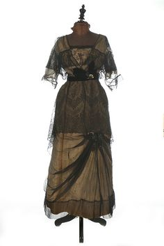Evening Gown (image 1) | Jolly & Son | England; Bath | 1914 | silk taffeta, Chantilly lace | Kerry Taylor Auctions | October 11, 2016/Lot 201
