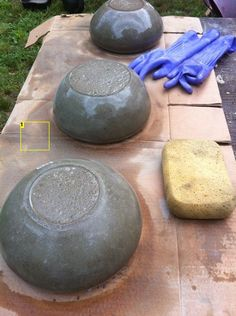 How to Make Concrete Bowls and Garden Planters DIY Project Homesteading - The Homestead Survival .Com(Diy Garden Planters) Diy Concrete Planters, Concrete Bowl, Concrete Crafts, Concrete Art, Concrete Garden, Concrete Projects, Garden Planters, Outdoor Projects, Wall Planters