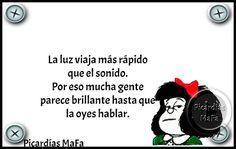 Mundo de Postales: LA LUZ VIAJA MÁS RÁPIDO QUE EL SONIDO... Mafalda Quotes, All You Need Is Love, My Love, Frases Humor, Thought Of The Day, Hilarious, Funny, Powerful Words, Sentences