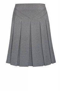 invert pleat skirt with assymetrical yoke Work Skirts, Cute Skirts, Skirt Outfits, Dress Skirt, Pleated Skirt, Work Attire, Mode Style, Dress Patterns, African Fashion