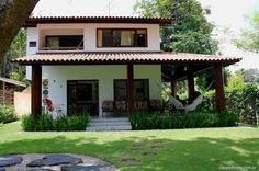 Fachada exterior de casas pequeñas abierta