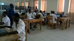 Salle de classe #Numérique du Lycée Technique d'#Aneho