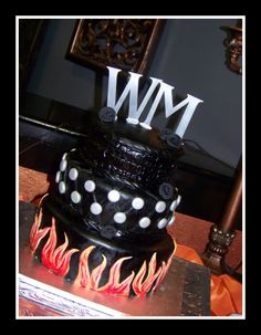 Harley Grooms Cake I really LOVE this but I would use it for a birthday cake idea:)