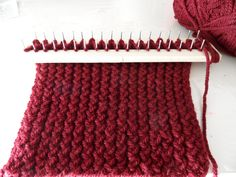 Learn how to knit with a rectangular loom Loom Knitting Stitches, Knifty Knitter, Loom Knitting Projects, Arm Knitting, Loom Crochet, Diy Crochet And Knitting, Crochet Quilt, Loom Craft, Peg Loom