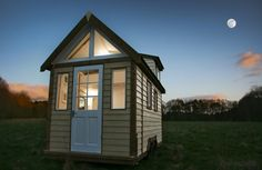 Super, modern style Tiny House in UK for sale (Seen on TV).  $18,000 British Sterling Pounds which equals $27,725.40 in US Dollars.  If only I could afford to bring it home on a ship. :(