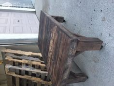 Chunky Rustic Pallet Table On Wheels Very simple tools and a short amount of time can equal great furniture for free. http://www.1001pallets.com/2016/12/chunky-rustic-pallet-table-wheels