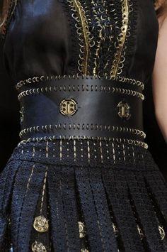 Paco Rabanne at Paris Fashion Week Spring 2013 Couture Belts ♠♥♠♥ Runway Fashion, High Fashion, Womens Fashion, Paris Fashion, Gold Fashion, Fashion Spring, Fashion Fashion, Mode Steampunk, Fashion Details