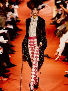 Fashion 101, 90s Fashion, Runway Fashion, High Fashion, Fashion Show, Fashion Design, Vogue Fashion, Female Fashion, Fashion Brand