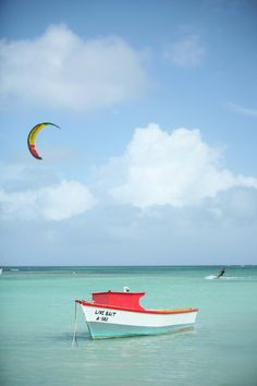 Bright blue water. Just like I like it! #Aruba #Caribbean