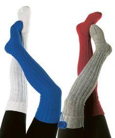 Gode og varme knestrømper er perfekt tilbehør vinteren gjennom, og disse kommer du til å elske enten du bruker dem til skituren eller i byen. Overknee eller underknee - valget er ditt, men oppskriften får du gratis.