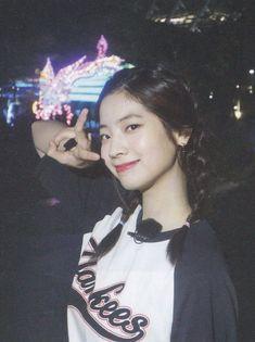 Save her pls❤❤❤😌 Kpop Girl Groups, Korean Girl Groups, Kpop Girls, The Band, Rapper, Twice Kpop, Bts Twice, Daehyun, Tofu