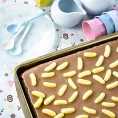 Sjokolade- og banankake Rask langpannekake for folk i farta. Med deilig smak av sjokolade og banan. Cereal, Pudding, Breakfast, Desserts, Food, Morning Coffee, Meal, Custard Pudding, Deserts