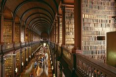 Alma Mater, The Land Of Stories, Trinity College Dublin, Trinity Library, Sites Touristiques, Lending Library, College Library, Dublin Library, Oxford Library