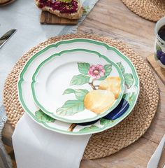 10 Beautiful & Bold Dinnerware Sets for Your Summer Table | LC Living Croissants, Four Micro Onde, Villeroy, Dinnerware Sets, Lemon, French, Tableware, Desserts, Modern