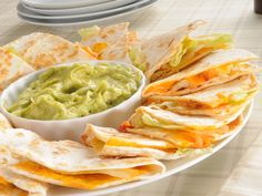 Quesadillas de fromage et de poulet. No one can match the taste of Applebee's Quesadillas. This CopyKat version of their quesadillas comes pretty close. Be sure to serve with your favorite guacamole and sour cream. Mexican Dishes, Mexican Food Recipes, My Recipes, Cooking Recipes, Favorite Recipes, Vegetarian Recipes, Cheese Quesadilla Recipe, Tapas, Copykat Recipes