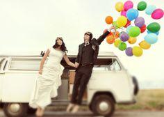Leuk gedaan deze foto met helium ballonnen! Ook bij ons ballonnen in vele kleuren! www.hiephiepballon.nl
