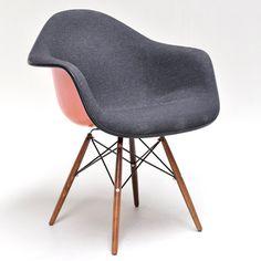 Eames plastic armchair rar a l occasion du concours low cost furniture des - Chaises eames occasion ...