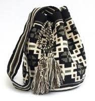 Afbeeldingsresultaat voor mochila-haken Crotchet Bags, Knitted Bags, Tapestry Bag, Tapestry Crochet, Mochila Crochet, Boho Bags, Crochet Handbags, Clutch, Bead Crochet