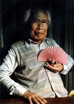 (吉澤 章 Yoshizawa Akira; 14 March 1911 – 14 March 2005) was a Japanese origamist, considered to be the grandmaster of origami.https://www.facebook.com/pages/Akira-Yoshizawa/133145093391115