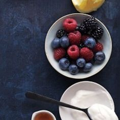 DIY Berry Yogurt Face Mask  1/2 cup Mix fresh berries  1 Tbsp of Honey 1 Tbsp plain Greek yogurt 1/2 fresh lemon Mash all the berries & mix with honey & lemon until a puree & then add yogurt. Mix well & apply over clean face. Leave it on for 20 minutes & wash it off.  #bepartyready #berryfacemask #berries #freshface #naturalskincare #diyfacemask #homemadeskincare #yogurtfacemask #antiaging #clearskin #skinexfoliating #zaainaskincare #healthyface #beauty #beautystyle #beautyblogger…