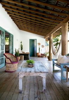 Cozy house with decor full of memories and inspiration Porch And Balcony, House With Porch, Cozy House, Full House, Village House Design, Village Houses, Indoor Outdoor Living, Outdoor Decor, Mexico House