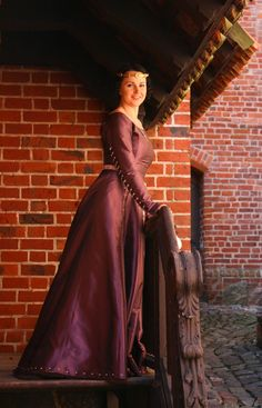 Silk 14th/15th century dress with buttoned sleeves, pearls and fur underneath.