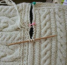 Joining blanket square Cast on three stitches on dpn. Slip last stitch to rh nee. Joining blanket square Cast on three stitches on dpn. Slip last stitch to rh needle, pick up edge stick, pass slip stitc. Knitting Help, Knitting Stitches, Hand Knitting, Loom Knitting Blanket, Knitting Needles, Knit Or Crochet, Knitted Blankets, Knit Patterns, Aran Knitting Patterns
