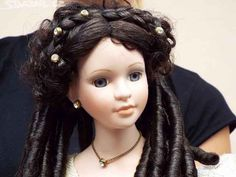 Krásná porcelánová znač. panenka s lokýnkami - obrázek číslo 1