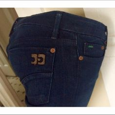 """JOE'S """"HONEY"""" booty fit in Naomi-dark wash--NWOT⚡️ Joe's leads luxury jeans world in booty enhancement (and creation for us Boards) with the new HONEY cut.  Pocket redesign as part of revamp. But still has the details like the leather JJ logo in back.  Finest fabric.  Dark NAOMI wash.    Just over 33"""" for the tall galls. Never worn- I can't button them 😓July Vogue-- midrise jeans coming back to stay!!  Front rise: 8.5"""" waist 14"""" across.  The stretch is 2% elastane. priced to sell. $31 and…"""