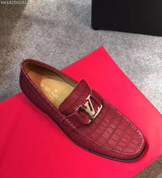 LV/Gucci Louis vuitton/ferragamo mens moccasins #lv moccasin#路易威登豆豆鞋#古奇豆豆鞋#菲拉格慕豆豆豆鞋casual boots shoes#menbootsshoes . please contact WA&Wechat:008613580441057,for more designs and details. Welcome the wholesaler and reseller from globe.