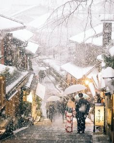 - - - in the snowing town -  Kyoto, Japan